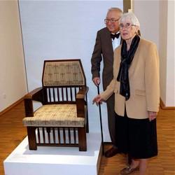 Ursula und Hermann Kleinstück mit dem Olbrich-Sessel  / Bild: Hessisches Landesmuseum Darmstadt
