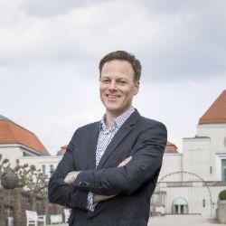 Leiter und Direktor des Instituts Mathildenhöhe Dr. Philipp Gutbrod / Bildquelle: Gregor Schuster