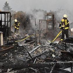 Gartenhütten brennen / Bild: Feuerwehr Darmstadt